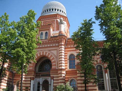 В синагоге коврами улучшили звук