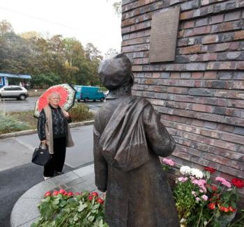 Памятник жертвам Бабьего Яра открыли на Куреневке