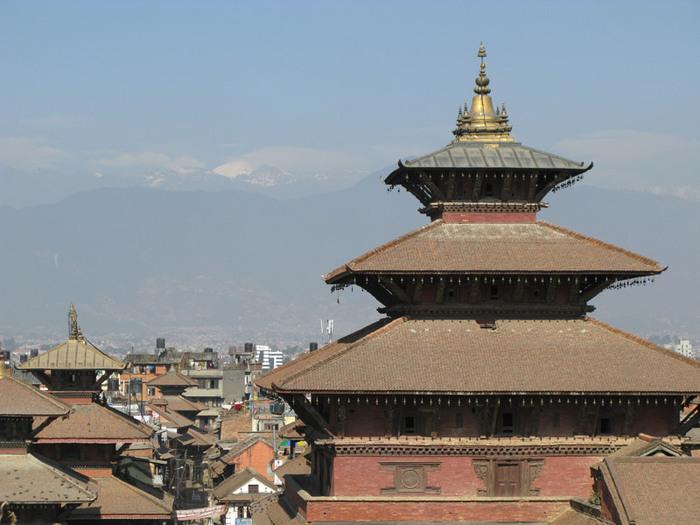 Погибли люди в церковном здании  Непала