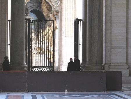 Экуменический фон для папских молитв