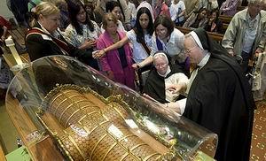 Мощи святой Терезы доступны для поклонения англиканам