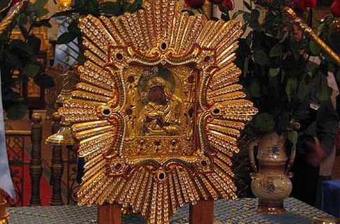 Почаївська ікона зібрала десятки тисяч вірян