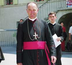 Епископ-лефеврист возглавит торжественную мессу в Лурде
