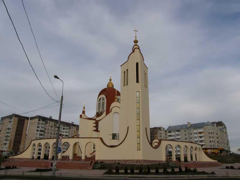Церкви переїздять у Гідропарк