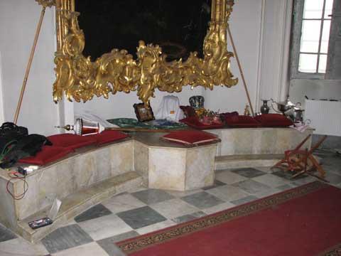 Андріївська церква і УАПЦ. Захристя