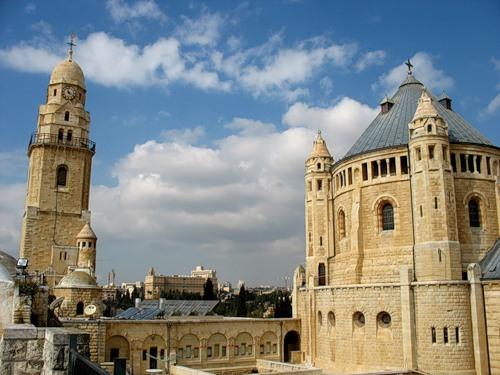 Стены храма в Иерусалиме осквернены