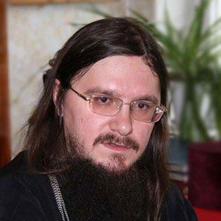 Фото о. Даниила Сысоева в продаже с иконами