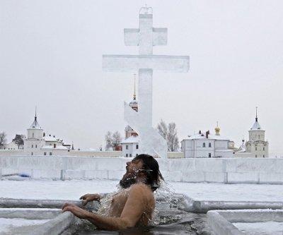 Крещение: сокровенный смысл и акценты традиций