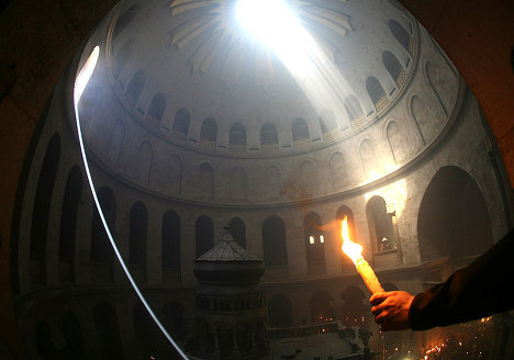 Благодатный огонь сойдет после католической мессы
