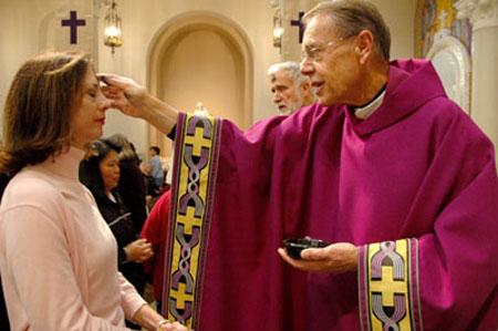 У католиков наступил День покаяния