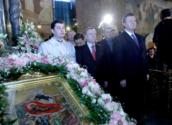 Двойной страх: Янукович х Кирилл = ?