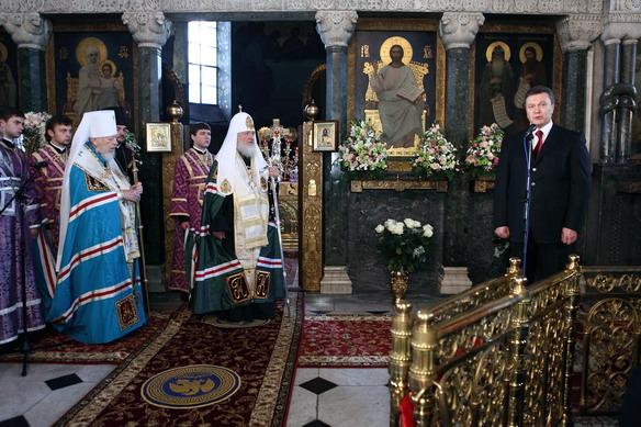 Президент Украины получил благословение двух предстоятелей