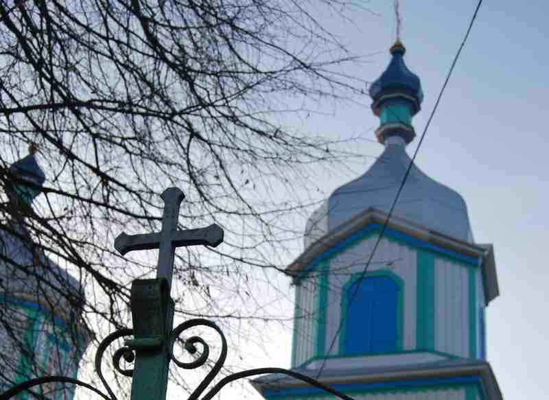 Храм розбрату: священники УПЦ КП правили молебень під ОДА