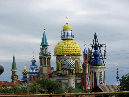 Релігійна свобода в Україні: законодавство, реституція, больові точки