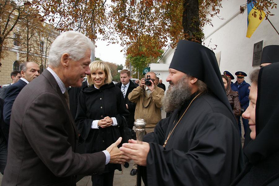Билла Клинтона радушно встретили в Киево-Печерской Лавре