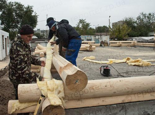 Фоторепортаж: вместо взорванного храма в Запорожье строят новый