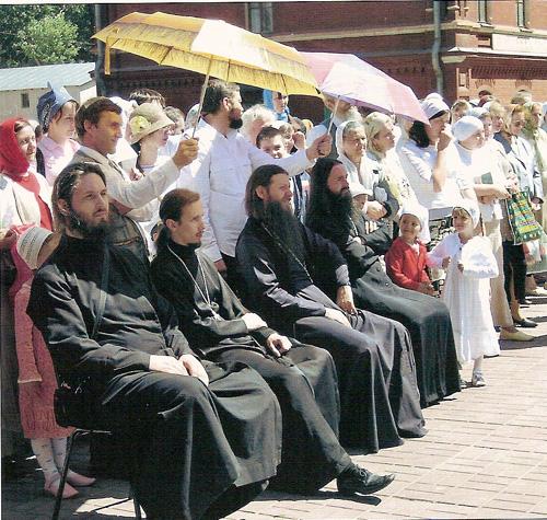 Дресс-код современных священнослужителей. О блеске иерархии и нищете евангельской