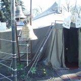 С применением слезоточивого газа и бульдозера власти снесли палаточный храм УПЦ (МП) возле Верховной Рады (ФОТО, ВИДЕО)