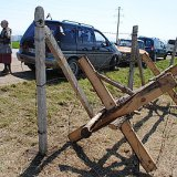 Крымские казаки защищают от Совета Министров Крыма поклонный крест в Феодосии противотанковыми ежами (ФОТО)