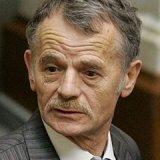 Глава меджлиса крымских татар Мустафа Джемилев заявил об отставке и пообещал помогать новому лидеру