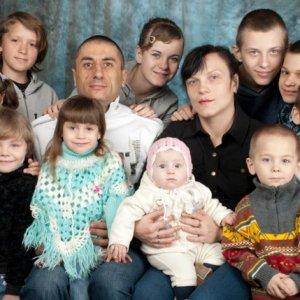 В Украине семья христиан, усыновившая группу детей с ВИЧ/СПИД, может стать «Гордостью страны»