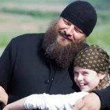 Архімандрит з Буковини взяв на виховання 15 дітей-сиріт з Донбасу