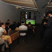 В Днепропетровской синагоге организован просмотр матчей «EURO-2012» на большом экране, с кошерным угощением, пивом и квасом