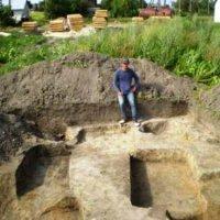 Під час археологічних розкопок на Волині знайшли фрагмент бронзового натільного хрестика