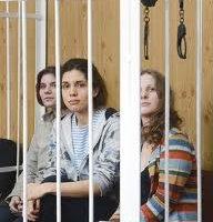 """Семь из девяти потерпевших от """"панк-молебна"""" членов РПЦ одобрили требование прокурора дать каждой подсудимой по три года колонии"""