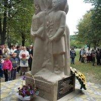 На Буковині відкрили пам'ятник героям Іспасу -- для формування духовних орієнтирів суспільства