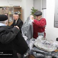 Директор магазинов «Михаил Воронин» в Днепропетровске пожертвовал 40 костюмов местной синагоге