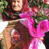 На Буковині бабуся у 105 років є активною прочанкою