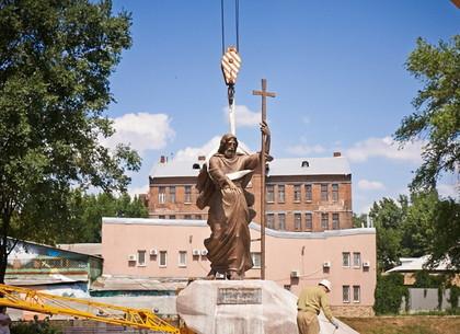 В Харькове установили памятник Андрею Первозванному
