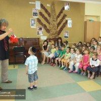 Фокусник организовал «Детскую магию» для детей-иудеев Днепропетровска