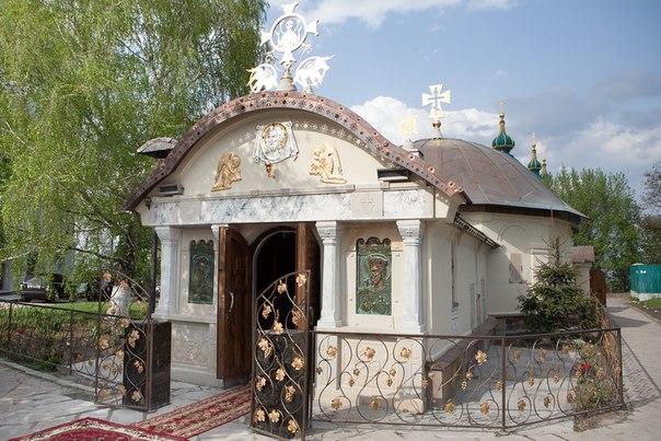 «В нашем храме происходит много чудес». Интервью о прошлом и настоящем Десятинного монастыря