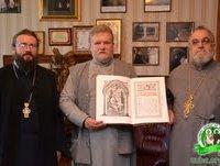 Предстоятель УПЦ подарував храму Ужгородської богословської академії богослужбове синодальне Євангеліє українською мовою