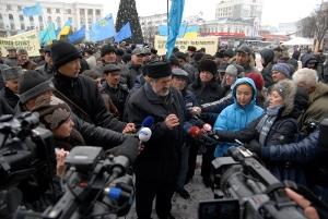 Тысячи крымских татар вышли на евромайдан поддержать гражданские и религиозные свободы