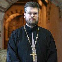 Священик УПЦ (МП) зі сцени Євромайдану розповів про позицію митрополита Володимира та прочитав звернення до людей доброї волі