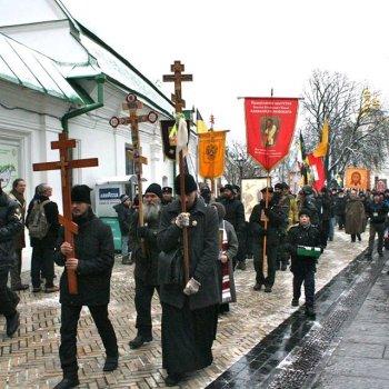 """Вместо обещанных 100 тысяч участников православный """"антимайдан"""" собрал мелкие шествия верующих"""