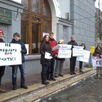 Родители и школьники провели у стен киевской школы № 25 пикет против навязывания религиозного воспитания