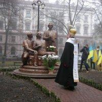 Представники церков освятили в Івано-Франківську пам'ятник «Руській трійці»