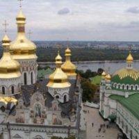 У Києві група літераторів просить передати святині УПЦ (МП) в користування УПЦ КП, а в Сумах лідери опозиції і духовенства засуджують подібні дії