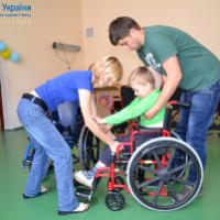 """""""Карітас України"""" разом з благодійниками з Канади надав 280 візків для українських інвалідів"""