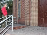 В Енакиево в результате артобстрела повреждена церковь баптистов