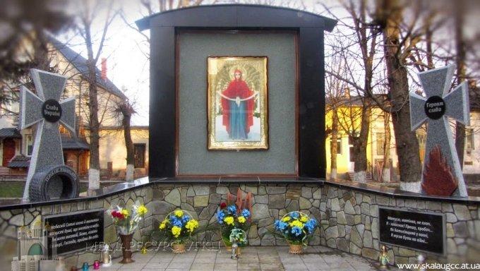 Священики УПЦ КП, РКЦ та УГКЦ освятили меморіал пам