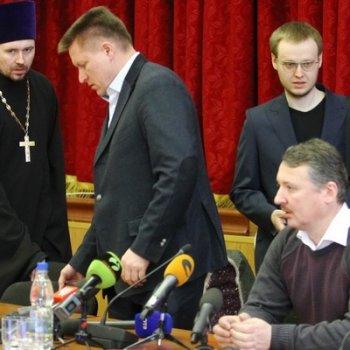 Уральский священник РПЦ – миссионер и богослов – благословил роту добровольцев на Донбасс: «Бейте фашистскую мразь. Не бойтесь ничего»