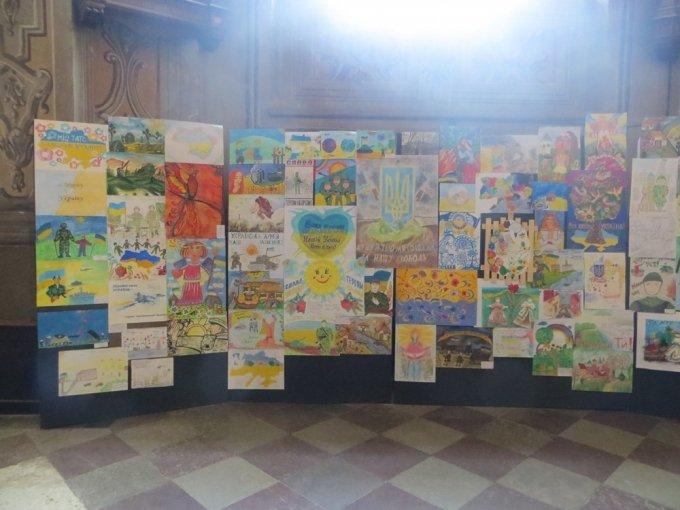 У гарнізонному храмі УГКЦ представили виставку малюнків дітей воїнів АТО