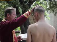Капелани УПЦ КП хрестять бійців в зоні АТО