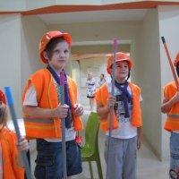 Волонтери УГКЦ допомагають дітям-переселенцям освоювати різні професії