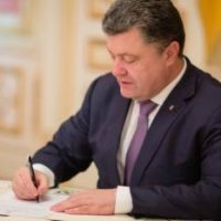 Порошенко предлагает провести 14 октября панихиды и молебны к Дню защитника Украины